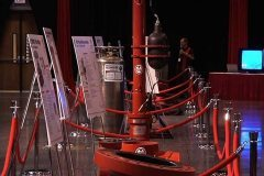 red-stanchions